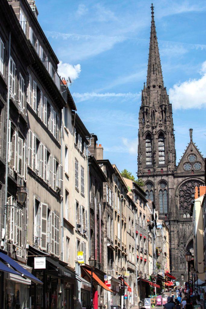 Le marché de l'hypercentre de Clermont-Ferrand continue d'afficher une forme olympique. Romain Lafabrègue/Andia pour L'Express